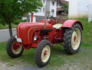 Traktor #2 - Landwirtschaft, Bauer, Feld bestellen, Oldtimer, Traktor, alt, Schreibanlass, Zugmaschine, Schlepper, Ackerschlepper, Trecker, Bulldog, Feldarbeit