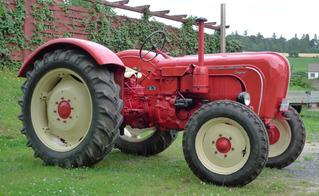 Traktor #1 - Landwirtschaft, Bauer, Feld bestellen, Oldtimer, Traktor, alt, Schreibanlass, Zugmaschine, Schlepper, Ackerschlepper, Trecker, Bulldog, Feldarbeit