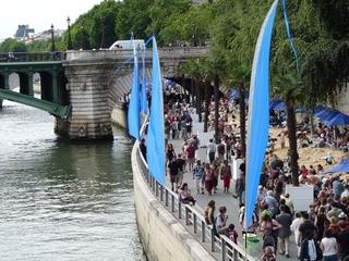 Paris plage - Paris, Strand, Sand, Kai, Seine, Brücke, Sonnenschirm, Leute, Menschenmenge, Sommer, Spaziergang