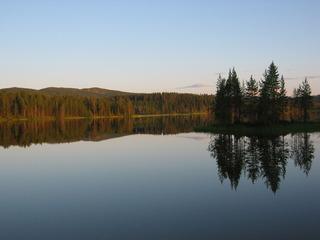 Spiegelung 3 - See, Wasser, Wald, Spiegelung, spiegeln, Schreibanlass, Physik, Sonnenverlauf, Lichtverhältnis, Symmetrie