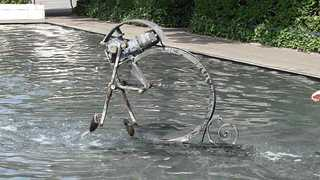 der Fastnachtsbrunnen – Basel # 3 - Jean Tinguely, Basel, Fastnachtsbrunnen, Kunst, Künstler, Plastik, Skulptur, grau, Wasser