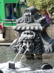 der Fastnachtsbrunnen - Basel # 1 - Jean Tinguely, Basel, Fastnachtsbrunnen, Theaterkopf, Kunst, Künstler, Plastik, Skulptur, Wasserfontäne, Wasserspiel