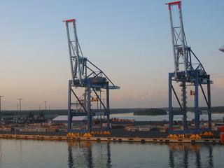 Hafen  - Frachthafen, Hafenanlage, Uferbereich, Schifffahrt, Hafenmauer, Handelshafen, Hafen, Warenumschlag, Verschiffung, Transport
