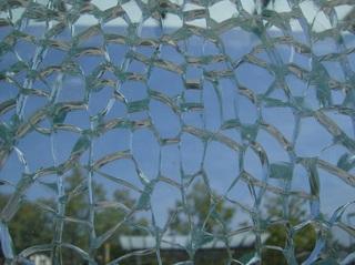 Sicherheitsglas #2 - Glas, Glasscheibe, Sicherheitsglas, Einscheibensicherheitsglas, gesprungen, Struktur, Sprünge, Spannung, Vorspannung, Sigla