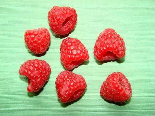 Himbeeren - Himbeeren, Rosengewächs, Beere, Sammelnussfrucht, rot, süß, Frucht, Früchte, sieben