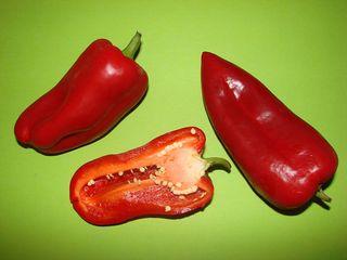 Paprika - Paprika, rot, Gemüse, Frucht, Schote, Nachtschattengewächs, zweikeimblättrig, Anlaut P, ätherisches Öl, Vitamine, Kerne, Samen, Kerngehäuse