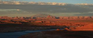 Monument Valley  #1 - Vereinigte Staaten, Grezgebiet Utah zu Arizona, Colorado Plateau, Navajo-Nation-Reservation, Tafelberge, Sandstein, Sonnenuntergang, Natur