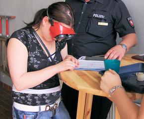Rauschbrille #3 - Rauschbrille, Brille, Feuerwehr, sehen, Alkohol, Promille, betrunken, verzerrt, Verkehr, Sicherheit, lesen
