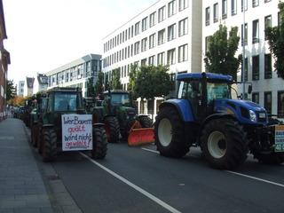 Demonstration der Milchbauern #1 - Demonstration, Bauer, Milchbauer, Traktor, Landwirtschaft, Landwirt, Politik