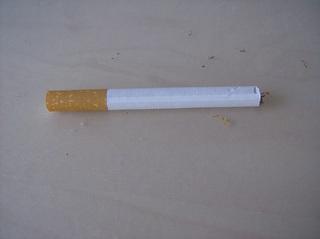 Zigarette - Zigarette, Tabakerzeugnis, rauchen, Sucht, Droge, Nikotin, Zigarettenhülse, Filter