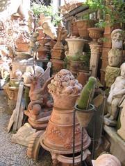 Tonköpfe - Tonfiguren #2 - Italien, Rom, Tonplastik, Köpfe, Töpferei, töpfern, Vase, Replika, Ruhe, Sonnenlicht, Durcheinander, Innenhof, Tonköpfe, Tonfiguren, Ton
