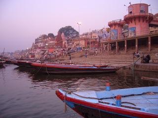 Ufer des Ganges - Ganges, Varanasi, Benares, Hinduismus, Totenverbrennung, rituelles Bad, Fluss, Ufer