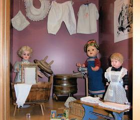Puppenwaschküche - Puppe, Puppen, Spielzeug, Wäsche, Waschzuber, Waschbottich, Waschbrett, waschen, alt, Waschpulver, spielen, Spielzeug, Spiel