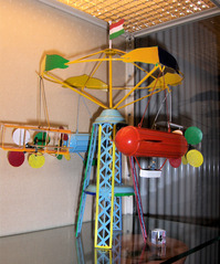 Zeppelinkarussell - Spielzeug, Spiel, spielen, Blech, Metall, bunt, Flugzeug, Zeppelin, Doppeldecker, Verkehr, alt