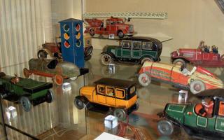 Blechautos - Spielzeug, Spiel, spielen, Blech, Blechspielzeug, Metall, bunt, Autos, Feuerwehr, Rennauto, Ampel