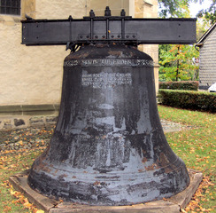 Glocke - Glocke, Kirchenglocke, Geläut, läuten, Bronze, Glockenjoch, Kirche, Gottesdienst, groß, alt