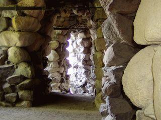 Ausblick - Ausblick, Eingang, Ausgang, Durchgang, Perspektive, Stein, Steintor, Grotte, Naturstein, Steine, Licht, Schatten, Lichteinfall