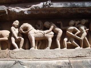 Fries eines Hindutempels - Hindutempel, Hinduismus, Kamasutra, Sodomie, Khajuraho, Indien, Fries