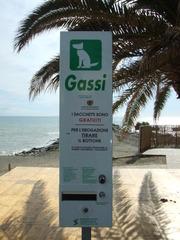 Automat mit Spender für Hundekotbeutel - Hund, Hinweis, Automat, Italien, italienisch