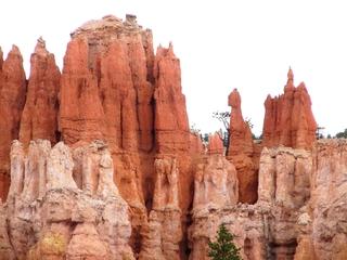 Bryce Canyon #7 - Wüste, Felsnadel, Hoodoo, Nationalpark, Naturwunder, Utah, Sandstein, Kalk, Basalt, Geologie, Gestein, Felsen, USA, Landschaft, Südwesten, Colorado-Plateau, Eisenoxid, Manganoxid, Wüstenklima, Erosion, Sediment, Farbenspiel, Formenspiel