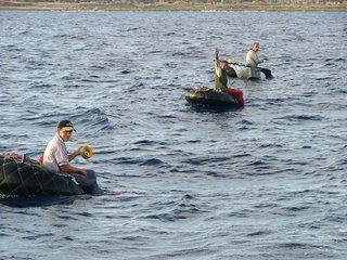 Kubanische Fischer - Kuba, Havana, Havanna, Fischer, Autoreifen, Wasser, Arbeitsbedingungen, Fischerboot, arbeiten, fischen, angeln