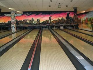 Bowlingbahn - Bowling, Bowlingbahn, Präzisionssportart, Rinne, Gutter, Pin, Perspektive, Fluchtpunkt