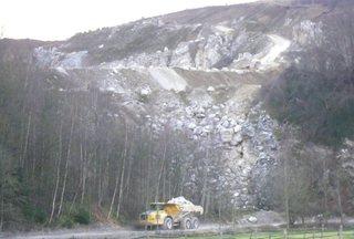 Gips3 - CaSO4 2 H2O, Gips, Calziumsulfat, Kalziumsulfat, Baustoff, Rohstoff, Steinbruch, Tagebau, LKW