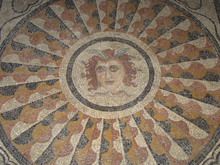Medusa - Medusa, Mosaik, griechische Mythologie, Hesperiden, Kreis, Kreisfläche, Kreisumfang, Muster