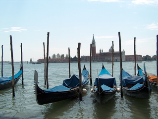 Gondeln in Venedig - Gondeln, Venedig, Giudecca, Insel, blau, schwarz, Lagune, Boot, Meer