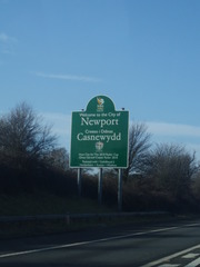 Welcome to the City of Newport Schild - Wales, Newport, 2 Sprachen, Schild, Hinweisschild