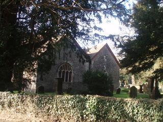 Alter Friedhof mit Kirche in Lower Machen, Wales - Friedhof, alt, Wales, Grabstein, Kirche, Friedhof, Kirchenfenster