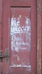Graffiti Nie wieder Entmündigung - Graffiti, Stasi, politisch, Meinung, DDR
