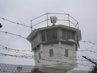 Wachturm - Mauer, Deutschland, Grenze, Teilung, geteilt, Vereinigung, Antifaschistischer Schutzwall, Trennung, Wiedervereinigung, 1989, Stacheldraht, Zaun, Wachturm