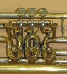 Ventilmaschine einer Konzerttrompete - Trompete, Blechblasinstrument, Ventil, Zylinderventil