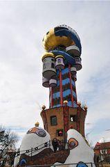 Hundertwasserturm # 1 - Turm, Hundertwasserturm, Kuchlbauer, Kuchlbauer-Turm, Abensberg, Bayern, Hallertau, Aussichtsturm, Kugel, Gold, bunt, Säule, Fenster, Fensterrecht, Spirale, Hundertwasser, Friedensreich, Stowasser, Dunkelbunt, Regentag