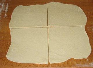 Olivenschnecken #1 - Partygebäck, Snack, pikant, salzig, Hefegebäck, Hefeteig, auswellen, einteilen, vier, viertel