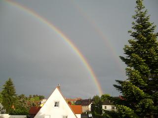 Regenbogen - Regen, Regenbogen, Licht, Optik, Wetterphänomen, Spektralfarben, Kreisbogen, Farbe, Optik, Brechung, Lichtbrechung, Reflexion, Wetter, Farbzerlegung, Wettererscheinung, Physik