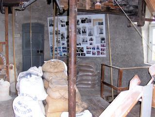 """Holländermühle """"De Onderneming"""" von 1860 in Wissenkerke, Zeeland/NL #4 - Mühle, Holländermühle, Galeriemühle, mahlen, Korn, Kornmühle, Mehl, Mahlstein, Galerie, Flügel, Wind, Getreide, Energie, Niederlande, Holland"""