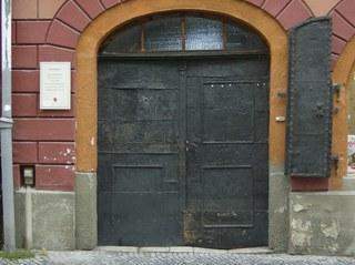 Eisentür - Eingangstür, Tür, Haustür, Eisen, Rost, gehämmert, Gebrauchsspuren, alt, Tor, Schreibanlass