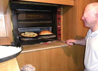 Pizzeria - Pizzeria, Pizza, Ofen, Italien, Teig, Teigwaren, Calzone, Pizzabäcker, Bäcker