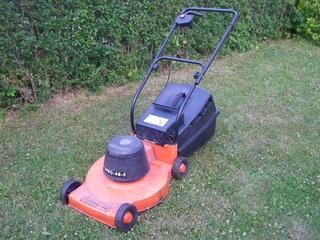 Rasenmäher - Elektrischer Rasenmäher, Rasenmäher, Garten, Gartenarbeit, Rasen, mähen, Rasen mähen