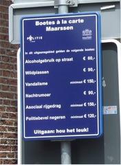 Schild in Maarssen (NL) - Strafgebühren - Niederlande, Schild, Strafe, Gebühren, Holland, Verkehrsteilnehmer, Fehlverhalten, Vandalismus, Wildpinkeln, Randalieren
