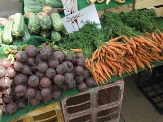 At the market #7 - carrots, beetroots, beets, zucchinis, courgettes, market, fruit, vegetable, market stand, Markt, Verkaufsstand, einkaufen, Gemüse, Karotten, Zucchini, Rote Beete