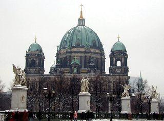 Berliner Dom - Deutschland, Hauptstadt, Berlin, Wahrzeichen, Dom, Skulpturen, Spree, Museumsinsel, Lustgarten, evangelisch, Karl Friedrich Schinkel, Kuppel, Hohenzollerngruft, Schloßbrücke