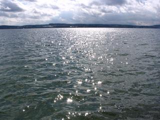 Sonnenstrahlen auf dem Wasser #1 - Sonnenstrahlen, Wasser, Reflexion, reflektieren, Spiegelung, Meditation, Schreibanlass