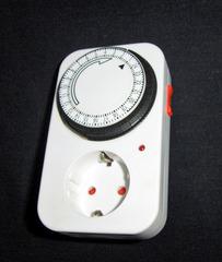 Zeitschaltuhr - Zeitschaltuhr, mechanisch, Stecker, Zeit, Uhr, Uhrzeit, Strom, Spannung, einstellen, Schaltuhr, Schaltzeit