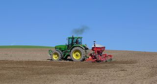 Traktor - Aussaat #2 - Landwirtschaft, Bauer, Feld bestellen, Traktor, Zugmaschine, Schlepper, Ackerschlepper, Trecker, Bulldog, Feldarbeit, Kreis, Umfang, Umdrehung, eggen, säen