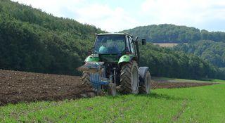 Pflug #3 - Landwirtschaft, Bauer, Feld bestellen, Traktor, Zugmaschine, Schlepper, Ackerschlepper, Trecker, Bulldog, Feldarbeit, Kreis, Umfang, Umdrehung, pflügen