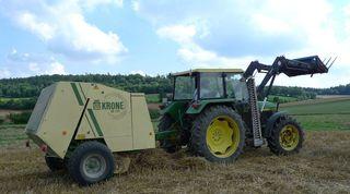 Landmaschine #1 - Stroh, Ernte, Erntezeit, Stroh, getrocknet, Stängel, Strohballen, ausgedroschen
