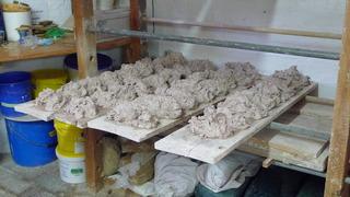 Töpferarbeiten #5 - Töpferei, brennen, töpfern, Krug, Krüge, Keramikherstellung, Ton, Lehm, formen, trocknen, Tongefäß, Kunsthandwerk, Handwerk, Töpfer, Beruf